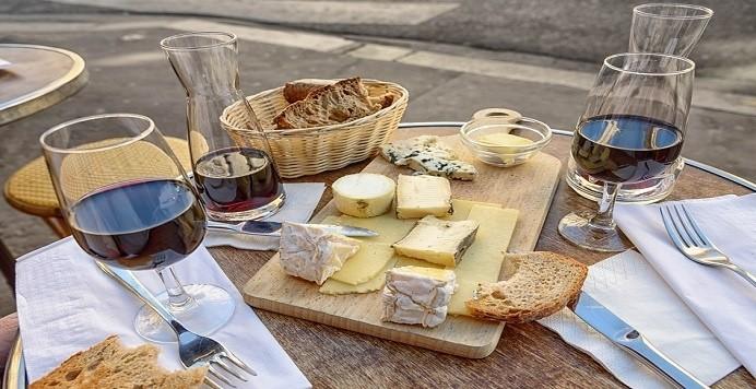 pan vino y queso