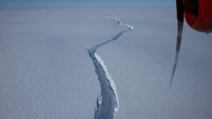 Enorme iceberg 20 veces el tamaño de Manhattan se desprende de la plataforma antártica
