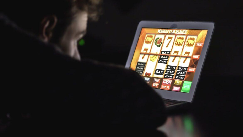 Cargando … Adicción al juego en línea: ya nada funciona Incluso en Alemania ahora se permite jugar legalmente en los casinos en línea. Los expertos en adicciones están preocupados: el juego virtual es particularmente adictivo.