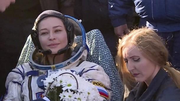 El equipo de filmación ruso ha regresado de la ISS